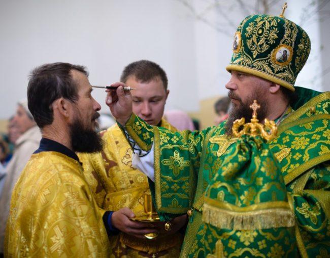 Епископ Николай совершил всенощное бдение накануне Дня Святой Троицы